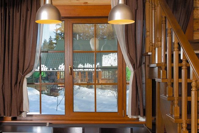 окна в интерьере стиля кантри