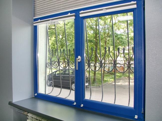 синие окна в интерьере квартир
