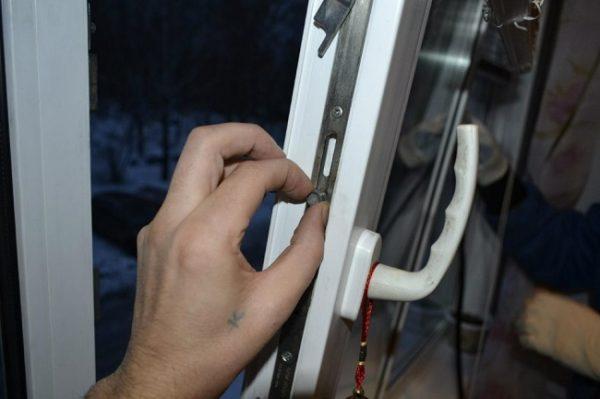 проверка фурнитуры пластикового окна