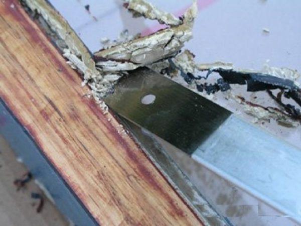 удаление замазки со старого окна