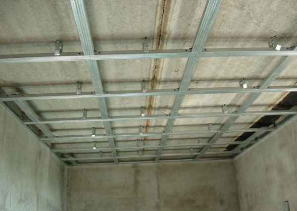 каркас для потолка из металлопрофиля с перемычками
