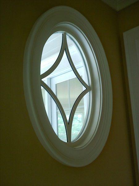 круглое окно в простенках