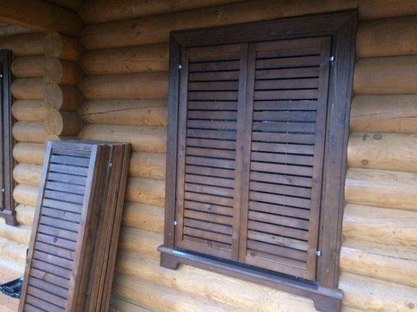 ставни на окна в бревенчатом доме