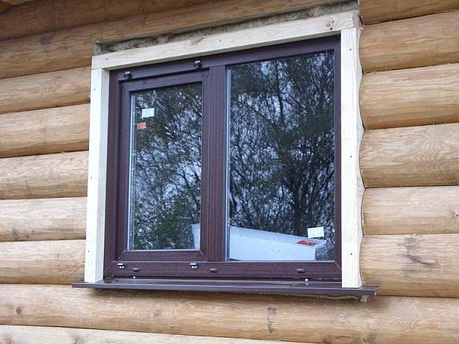 пластиковое окон установлено в обсаду с отливом