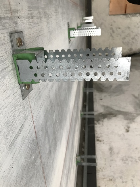 виброизолирующие подвесы на стене