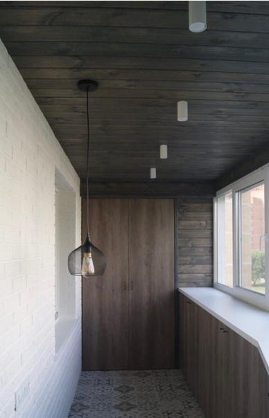 комбинирование отделки на балконе