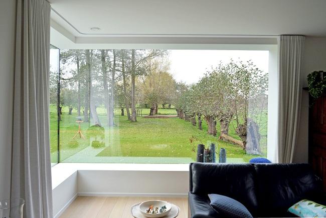 дом с панорамными угловыми окнами