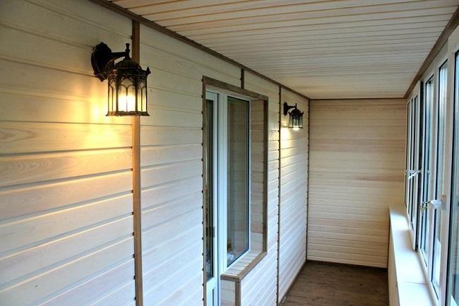 отделка балкона вагонкой с окантовкой