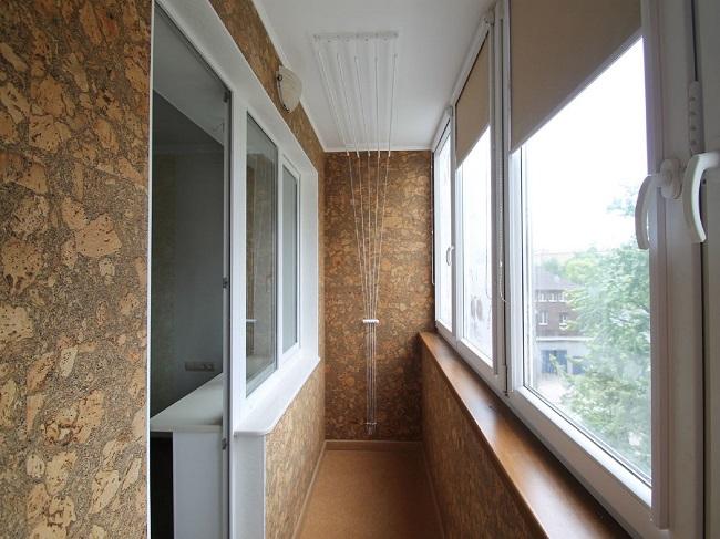 отделка балкона пробковыми панелями