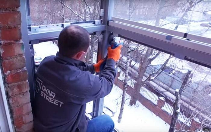 монтаж рам на балконе окнастрит