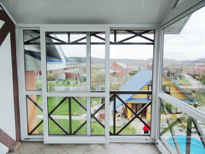 раздвижные двери на балконе частного дома