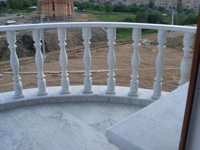 ограждения балкона из камня