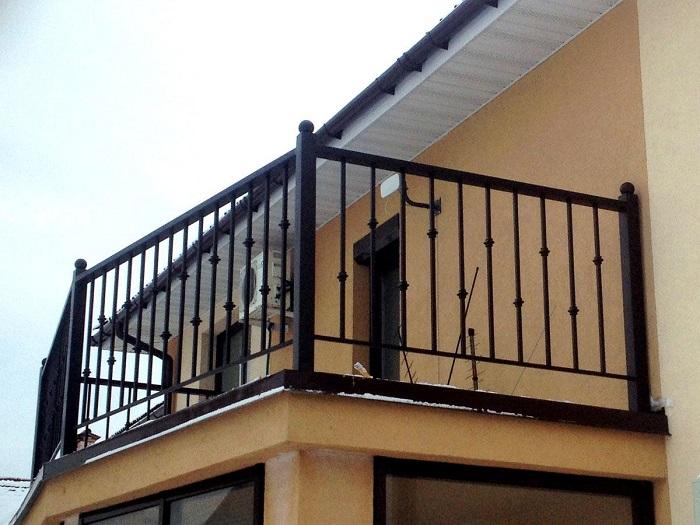 ограждения балкона из металла