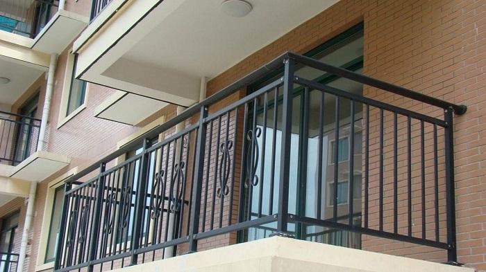 стальные ограждения балкона