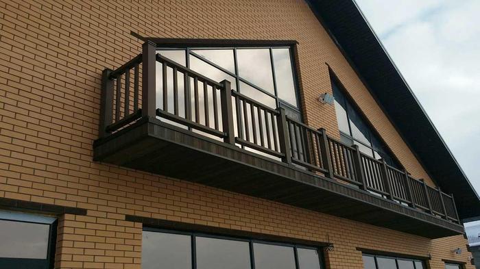 ограждения балкона частного дома из дпк
