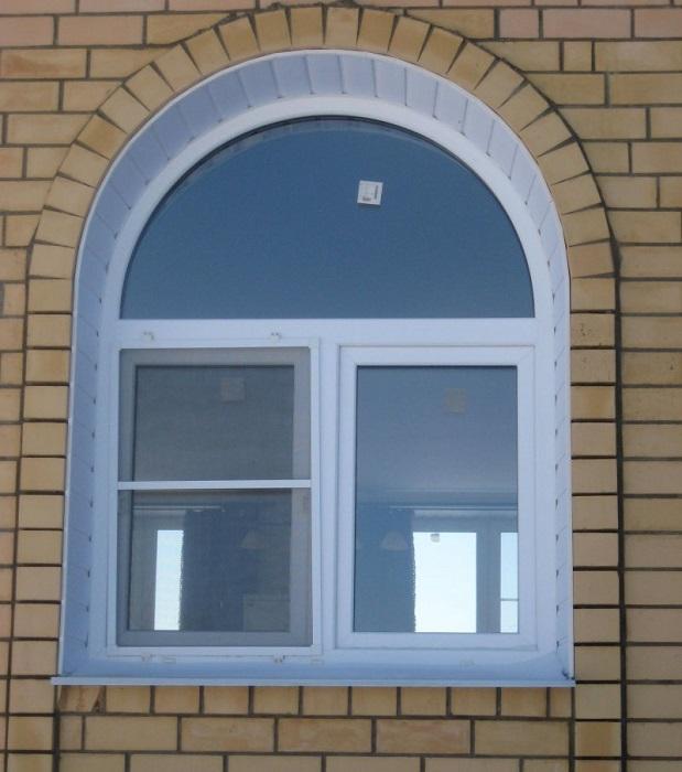 арочные окна с фрамугой