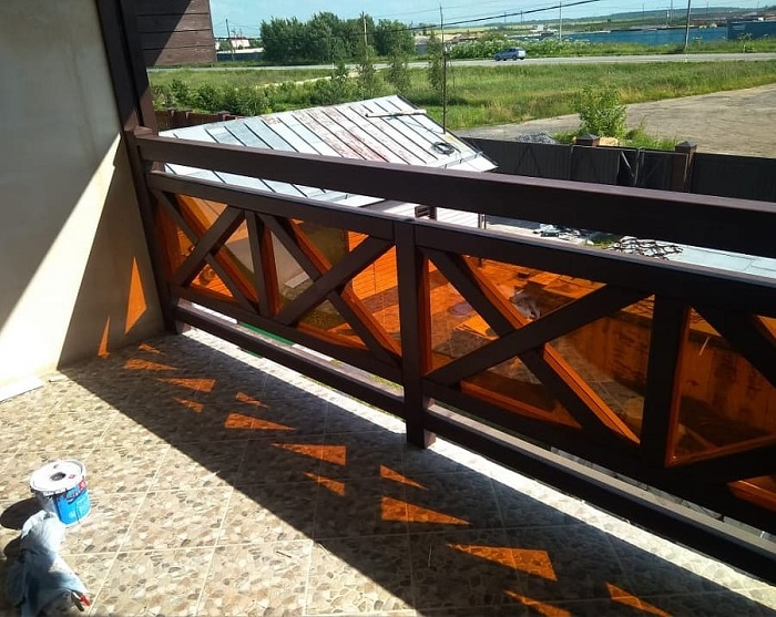 деревянные ограждения балкона с экраном