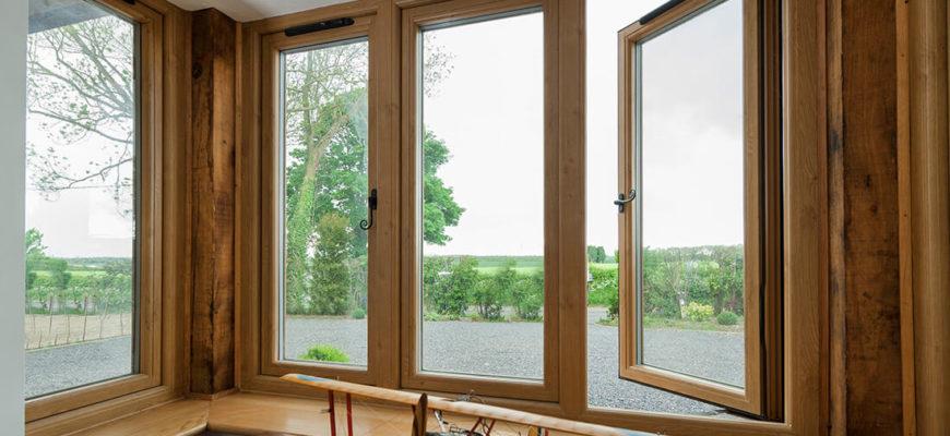 окна из сосны в интерьере