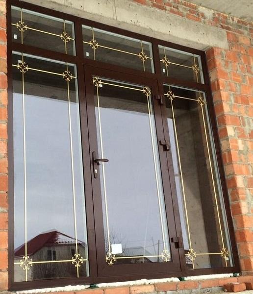красивые золотистые шпросы на ламинированные окна